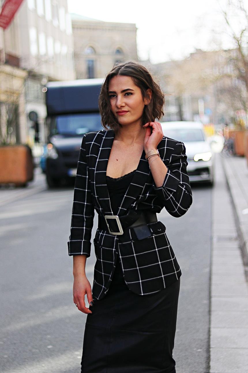 fashionblogger_kateschmidt_ootd_pencil_skirt_belted_blazer